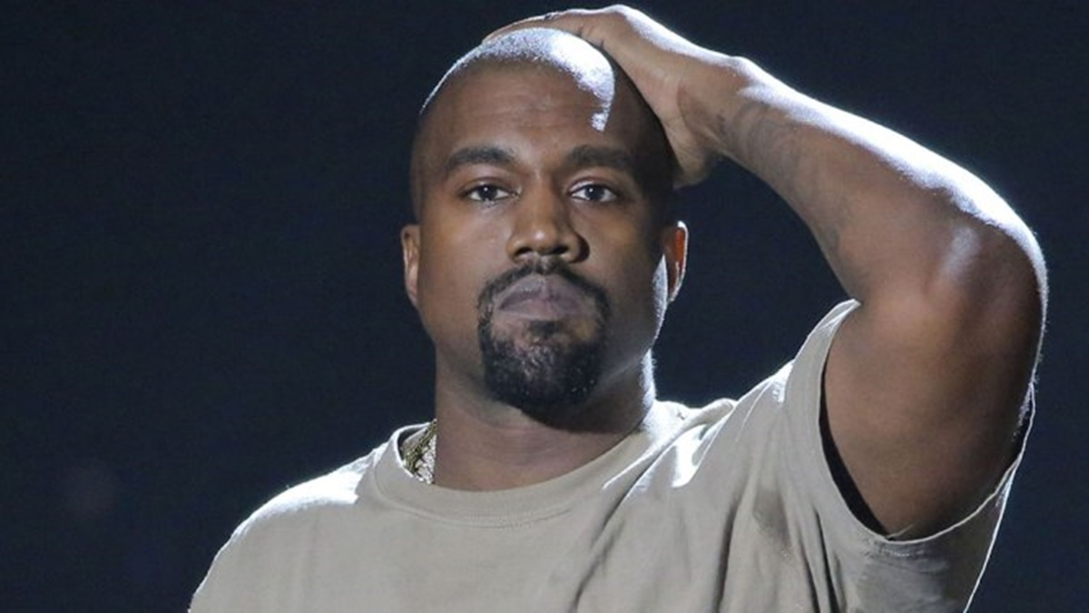 Kanye West Fighting Paranoia; Ye Won't Let Doctors Touch Him