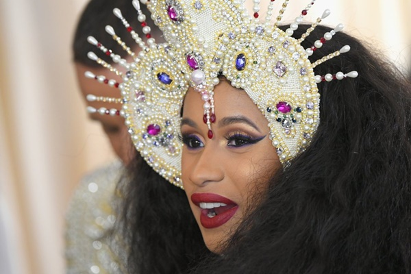 Erika La' Pearl Cardi B's Makeup Artist Reveals Secrets to Best Looks