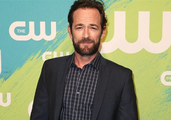 90210 Star Luke Perry Dead at 52
