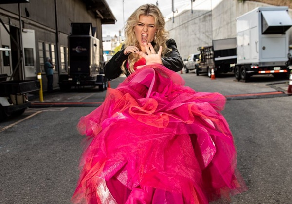 Kelly Clarkson Back at 'The Voice' 5 Days After Emergency Surgery