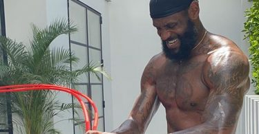 LeBron James Ignites IG With His All Band and Core Workout