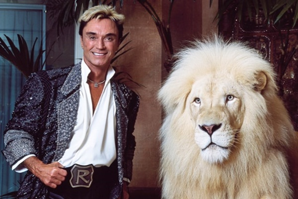Siegfried & Roy Star Roy Horn Dead at 75